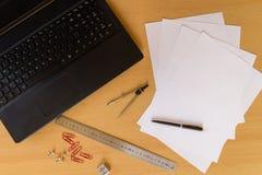 Affärsman för arbetsplats för kontorslägenhet lekmanna- Arkivfoto