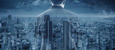 Affärsman för dubbel exponering och panorama- Osaka stadsskyskrapa i Japan royaltyfria foton