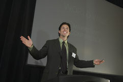 Affärsman Giving en föreläsning Royaltyfri Fotografi