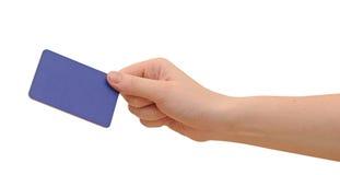 Affärsman hand som rymmer det blanka affärskortet Royaltyfria Foton