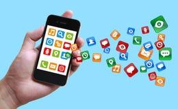 Affärsman Holding Smartphone med Apps vektor illustrationer