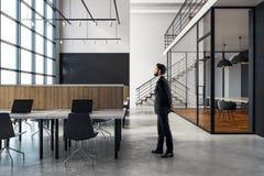 Affärsman i coworking kontor Royaltyfri Foto