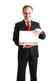 Affärsman i den svarta dräkten som förvånas med en gåva Royaltyfri Foto