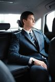 Affärsman i en bil Fotografering för Bildbyråer