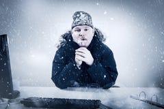 Affärsman i ett kallt kontor med snö och is Royaltyfria Foton