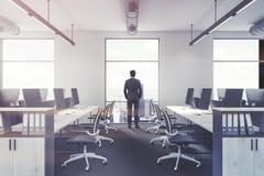 Affärsman i ett kontor Arkivbilder