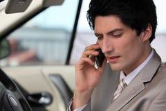 Affärsman i hans bil Fotografering för Bildbyråer