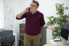 Affärsman i kontoret Arkivfoto