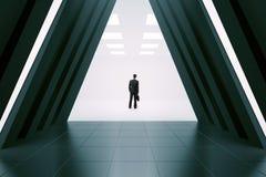 Affärsman i korridorinre royaltyfri foto