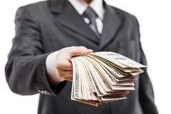 Affärsman i pengar för valuta för US dollar för svart dräkthand hållande arkivfoton