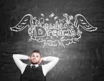 Affärsman i waistcoat som drömmer om semester royaltyfria foton