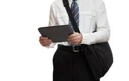 Affärsman med bandet som rymmer PC för en portfölj och minnestavla Arkivbild