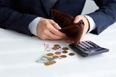 Affärsman med den tomma plånboken Royaltyfri Foto