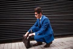 Affärsman med en portfölj Fotografering för Bildbyråer