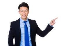 Affärsman med fingerpunkt upp Arkivfoton