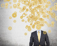 Affärsman med guld- kugghjul för ett huvud Royaltyfria Bilder