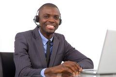 Affärsman med hörlurar med mikrofonmikrofonen Arkivbilder