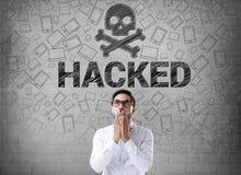 Affärsman med hackat datorbegrepp Royaltyfri Foto