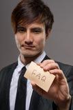 Affärsman med kortet arkivbild