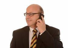 Affärsman med mobil Royaltyfri Bild