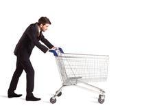 Affärsman med shoppingvagnen Arkivbild