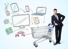 Affärsman med shoppingvagnen Royaltyfri Bild