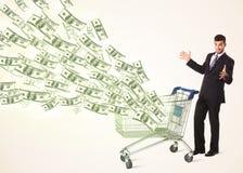 Affärsman med shoppingvagnen med dollarräkningar Royaltyfri Fotografi
