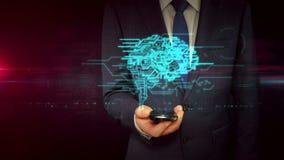 Affärsman med smartphonen och cybernetic begrepp för hjärnformhologram lager videofilmer