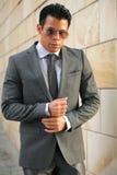 Affärsman med solexponeringsglas, Gray Suit Royaltyfri Foto