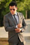 Affärsman med solexponeringsglas, Gray Suit Fotografering för Bildbyråer