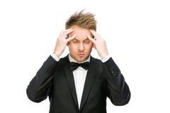 Affärsman med stängda ögon som sätter händer på huvudet Royaltyfria Bilder
