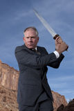 Affärsman med svärd Arkivfoto