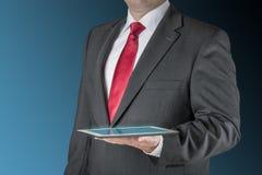 Affärsman med tableten Arkivbilder