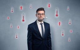 Affärsman med termometer- och feberbegrepp royaltyfri foto