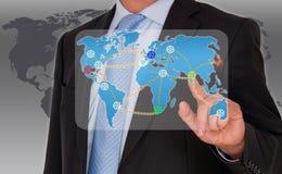 Affärsman med världsnätverket Arkivfoto