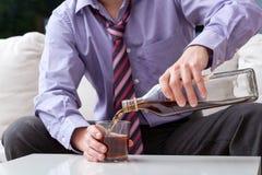 Affärsman och alkoholism Royaltyfria Bilder