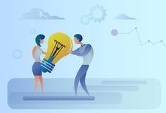 Affärsman och kvinna som rymmer den ljusa kulan som delar nytt idérikt idébegrepp royaltyfri illustrationer