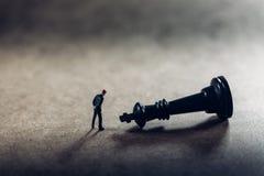 Affärsman och schackstycke Beslutsfattandebegrepp Fotografering för Bildbyråer
