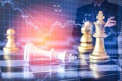 Affärsman på den finansiella digitala aktiemarknaden och schackbackgro Royaltyfria Bilder