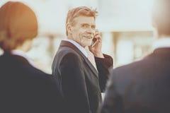 Affärsman på ett möte royaltyfri foto