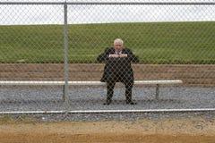 Affärsman Sitting på sidlinjer Royaltyfri Fotografi