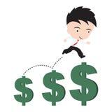 Affärsman som är lycklig att gå eller hoppa och rinnande upp över den växande trenden för pengardollartecken, finansiellt begrepp Arkivbilder