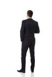 Affärsman som är stående tillbaka till kameran Arkivfoton