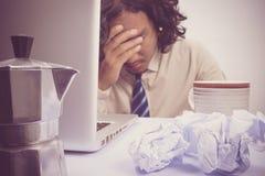 Affärsman som är stressad och under tryck, selektiv fokus Royaltyfri Bild