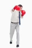 Affärsman som anfaller med boxninghandskar arkivfoton