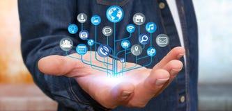 Affärsman som använder den moderna digitala elektroniska strömkretsen med symboler Arkivfoto