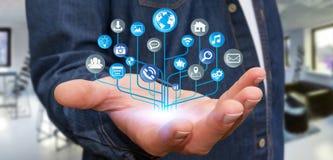 Affärsman som använder den moderna digitala elektroniska strömkretsen med symboler Arkivbild