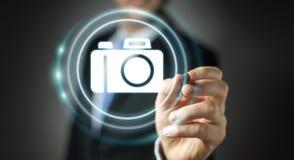 Affärsman som använder den moderna tolkningen för kameraapplikation 3D Royaltyfria Bilder