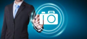 Affärsman som använder den moderna tolkningen för kameraapplikation 3D Arkivfoton