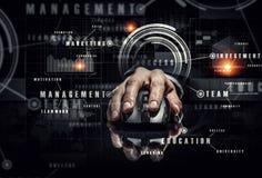 Affärsman som använder den trådlösa musen Blandat massmedia Fotografering för Bildbyråer